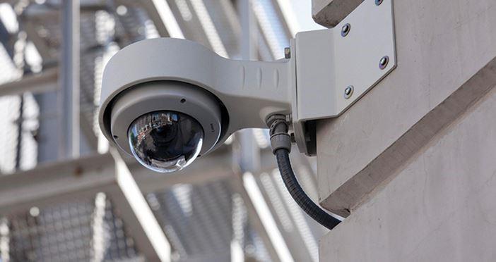 видеокамера на здании